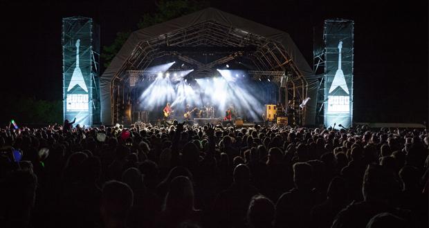Live: 2000 Trees Festival 2016