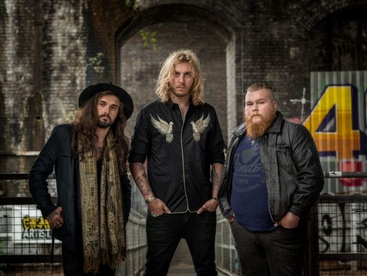 Exclusive Interview with The Bad Flowers' Tom Leighton