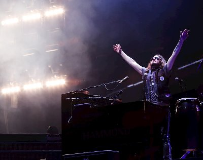 Dizzy Reed Gets Physical