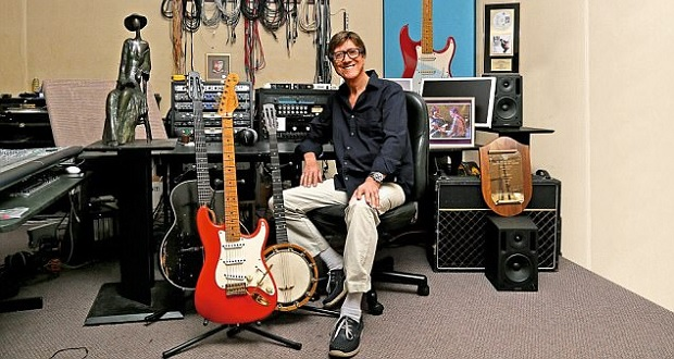 Hank Marvin strikes 'Gold' in this new collection
