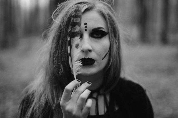 Singular Female Dark Neofolk